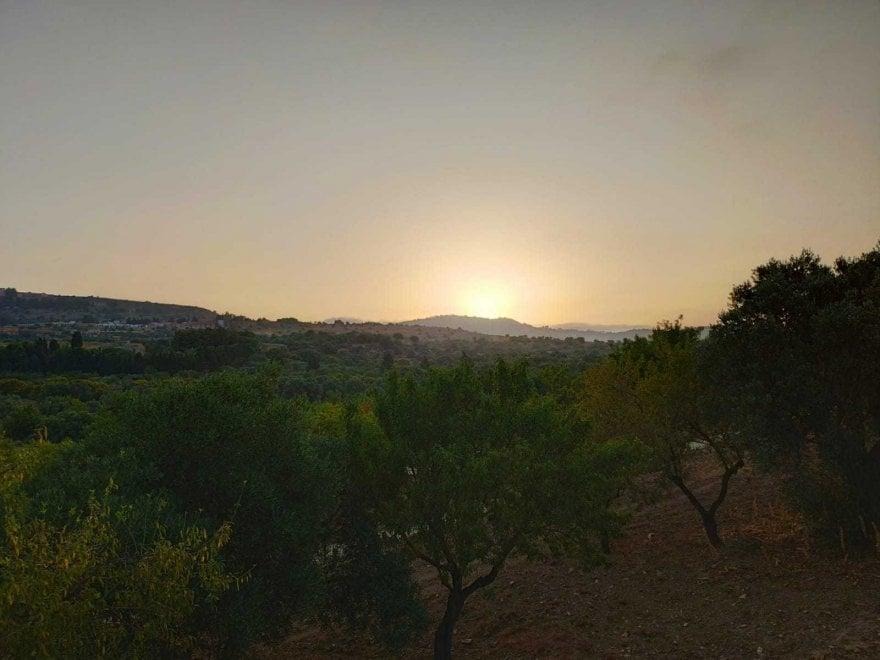 Agrigento, l'alba tra i templi con uno spettacolo