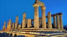 L'alba di Agrigento  sorge tra templi