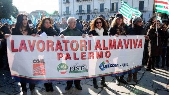 Palermo, torna lo spettro del licenziamento per 1600 lavoratori di Almaviva Contact: sit-in in prefettura