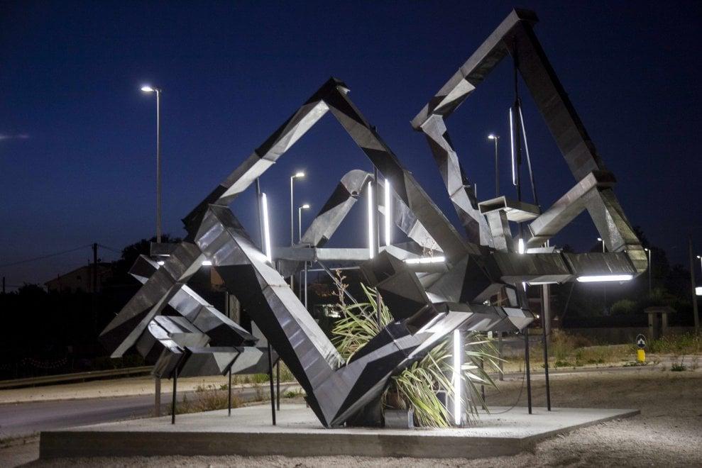 Ragusa, l'installazione di Behr con materiali da riciclo