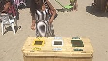 A Mondello raccolta differenziata in spiaggia