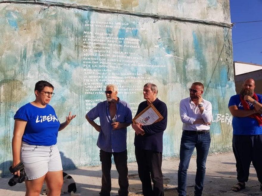 Trappeto, il murales di Danilo Dolci al campo di Libera