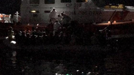 Motopesca siciliano soccorre decine di migranti davanti alle coste di Malta