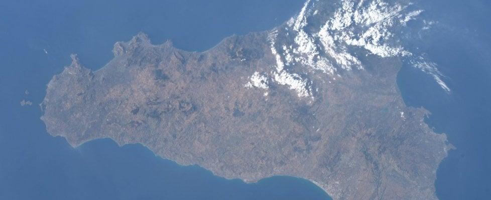 """""""Le terre della mia infanzia"""", Parmitano posta la sua Sicilia vista dallo spazio"""