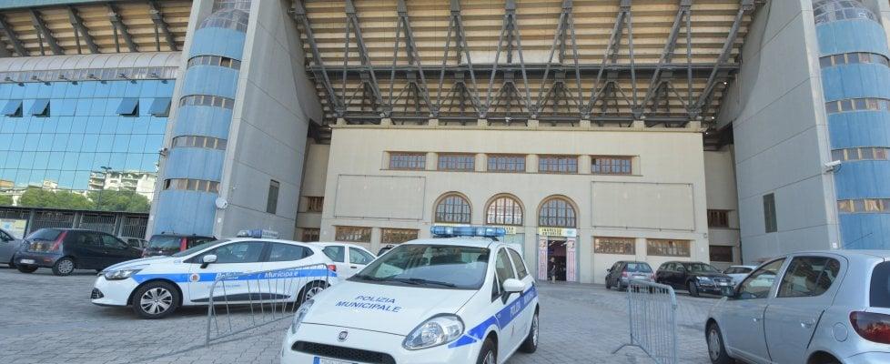 """Palermo, la polizia municipale allo stadio Barbera per """"sfrattare"""" la vecchia società"""