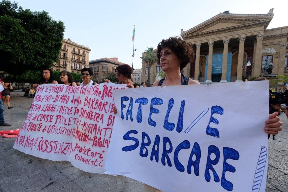 """Palermo, in piazza duecento no al decreto sicurezza: """"La disumanità è legge"""""""