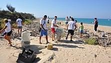 I volontari del Wwf ripuliscono la foce  del fiume Platani