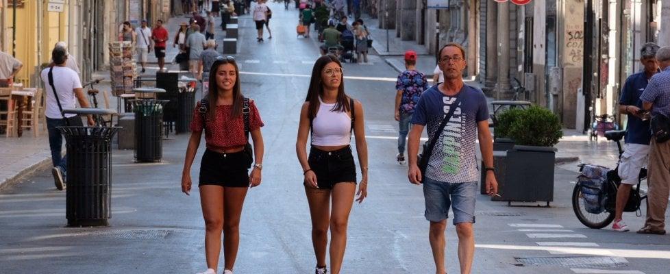 Palermo: pedoni, bici e tanti turisti. Piace anche ai commercianti via Maqueda tutta pedonale