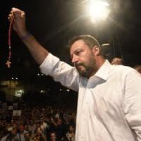 """""""Salvini usa il rosario come un'arma"""", il sindaco di Siracusa contro il ministro"""