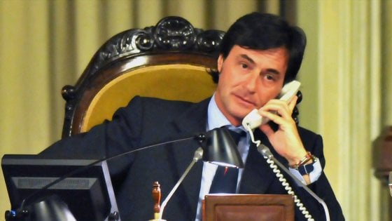 """Francesco Cascio, l'ex deputato forzista alla guida dell'ambulatorio di Lampedusa che dice: """"I migranti stanno bene"""""""