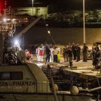 Lampedusa, i migranti arrivano sull'isola. Nuovo sbarco con 57 persone