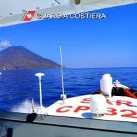 Lipari, nave per escursioni turistiche contro yacht
