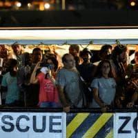 Lampedusa prima notte all'hot spot per gli sbarcati dall'Open Arms