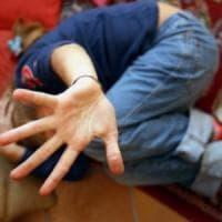 Catania, maltrattavano i tre figli: arrestata coppia