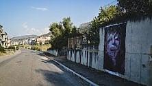 Un murales contro  il pregiudizio con il volto di Massimo Milani