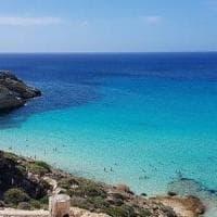 Lampedusa, turista precipita dal costone alla Tabaccara: ferito