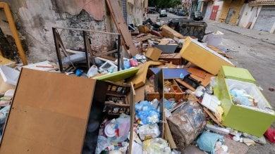 Rep  :   L'esercito senz'armi      alla guerra dei rifiuti