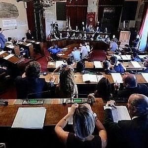 """Comune di Palermo, la sinistra apre ai grillini in maggioranza. La replica: """"Restiamo opposizione"""""""