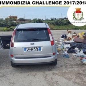 Agrigento, abbandona i rifiuti in strada ma denuncia il sindaco