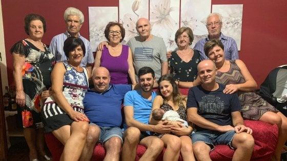 Sicilia, appena nato ha già un record: 13 nonni