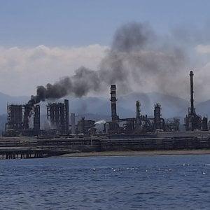 """Milazzo, incendio alla raffineria. Il sindaco: """"Eventi sempre più frequenti"""""""