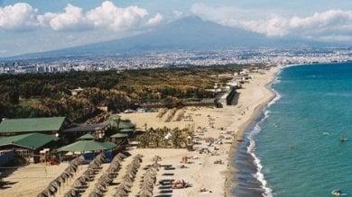 Catania, la Regione vende i suoi terreni  nel boschetto della Playa: insorge il M5S