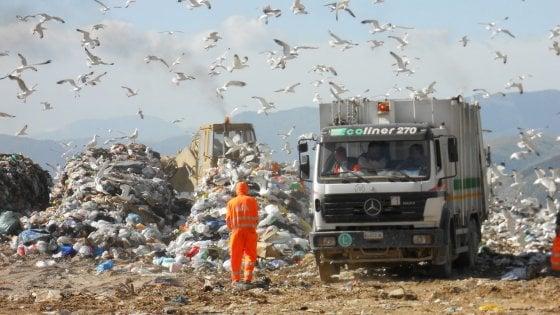 Palermo, emergenza scongiurata a Bellolampo. Riprendono i viaggi dei rifiuti verso Catania