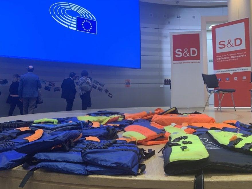 A Bruxelles una mostra per ricordare le stragi del Mediterraneo