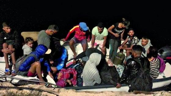 Migranti, nuovo sbarco a Lampedusa nell'anniversario della strage del 2013