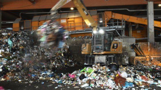 Palermo, dalle analisi sui rifiuti arriva l'ok: via libera all'invio nelle discariche del Catanese