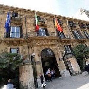 Sicilia, mancate promozioni e niente straordinari: dipendenti regionali sul piede di guerra