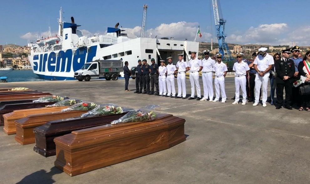 Porto Empedocle, arrivano le 13 bare della tragedia