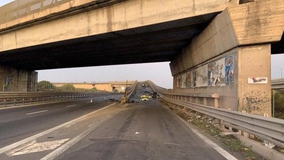 Catania, auto contro guard rail dopo una serata in discoteca. Morti quattro giovani