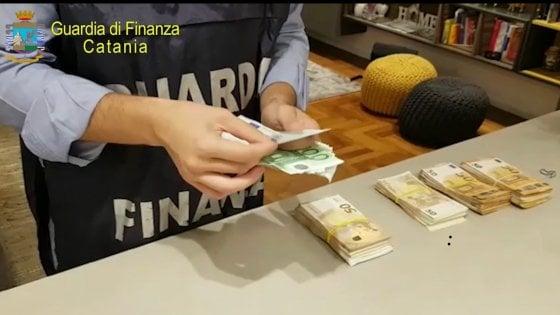 """Catania, il business delle buche """"d'oro"""". Lavori Anas pagati e mai eseguiti, 8 arresti"""