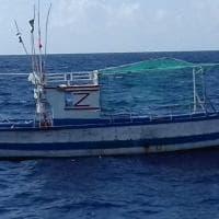 Lampedusa, barca alla deriva usata dai migranti: allarme sicurezza in mare