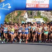 Volti e colori della mezza maratona che ha attraversato Palermo, da Mondello a Politeama