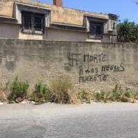 Messina, l'arte cancella l'intolleranza: due murales al posto di svastiche e scritte razziste