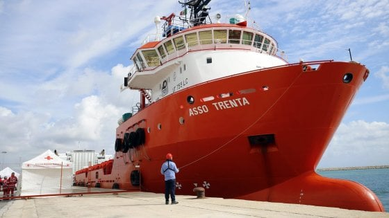 E' approdata a Pozzallo la nave Asso Trenta: a bordo 151 migranti
