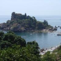 Taormina, pizzo della mafia sulle escursioni a Isola Bella: 43 indagati
