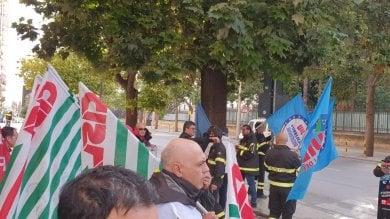 """Palermo, sit-in dei vigili del fuoco  """"Servono uomini e mezzi"""""""