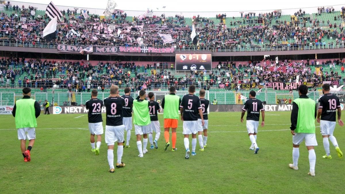 Il Palermo non vince più: 0-0 contro la Palmese, rissa tra tifosi rosanero - La Repubblica