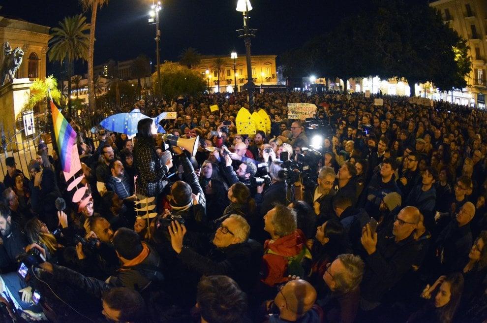 """L'invasione delle sardine a Palermo: """"Siamo seimila"""""""