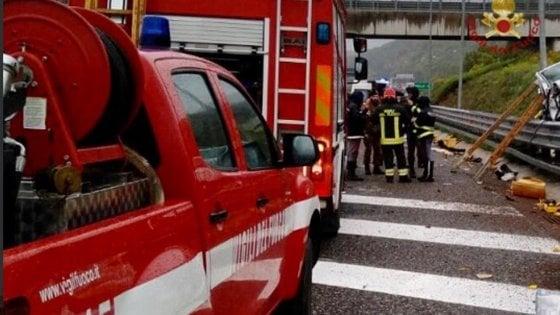 Salerno, incidente stradale per una famiglia catanese: muore una donna,  tra i feriti una neonata