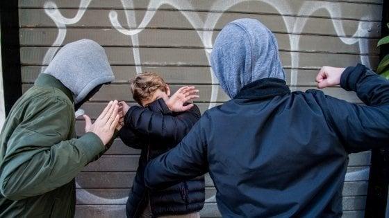 Palermo, ragazzino disabile picchiato e filmato: denunciati tre bulli quindicenni