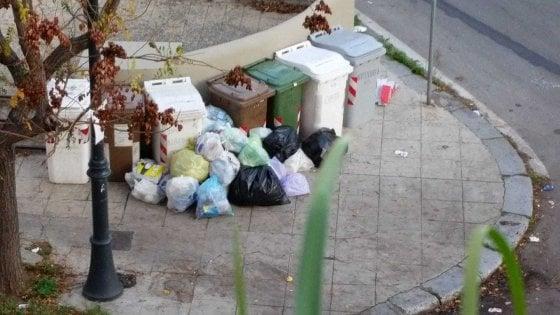 Palermo, caos differenziata: nessuna comunicazione ai residenti, rifiuti per strada