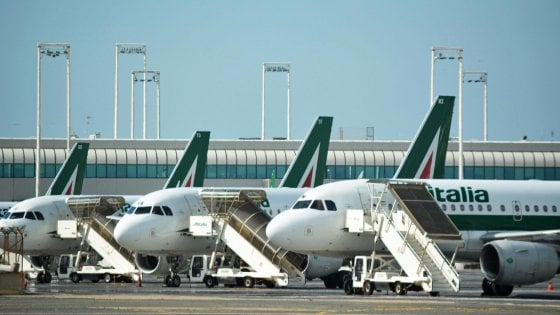 Caro-voli per la Sicilia, Cancelleri annuncia 500 posti in più sugli aerei Alitalia