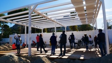 """Mondello, manifestazione contro il muro L'impresa: """"Smonteremo tutto""""  Foto"""