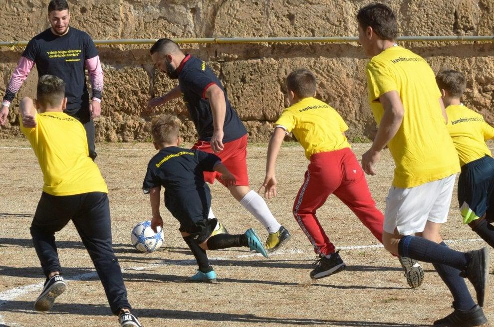La libertà è un campo di calcio: padri e figli, derby all'Ucciardone
