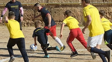 La libertà è un campo di calcio:  padri e figli, derby all'Ucciardone  Foto