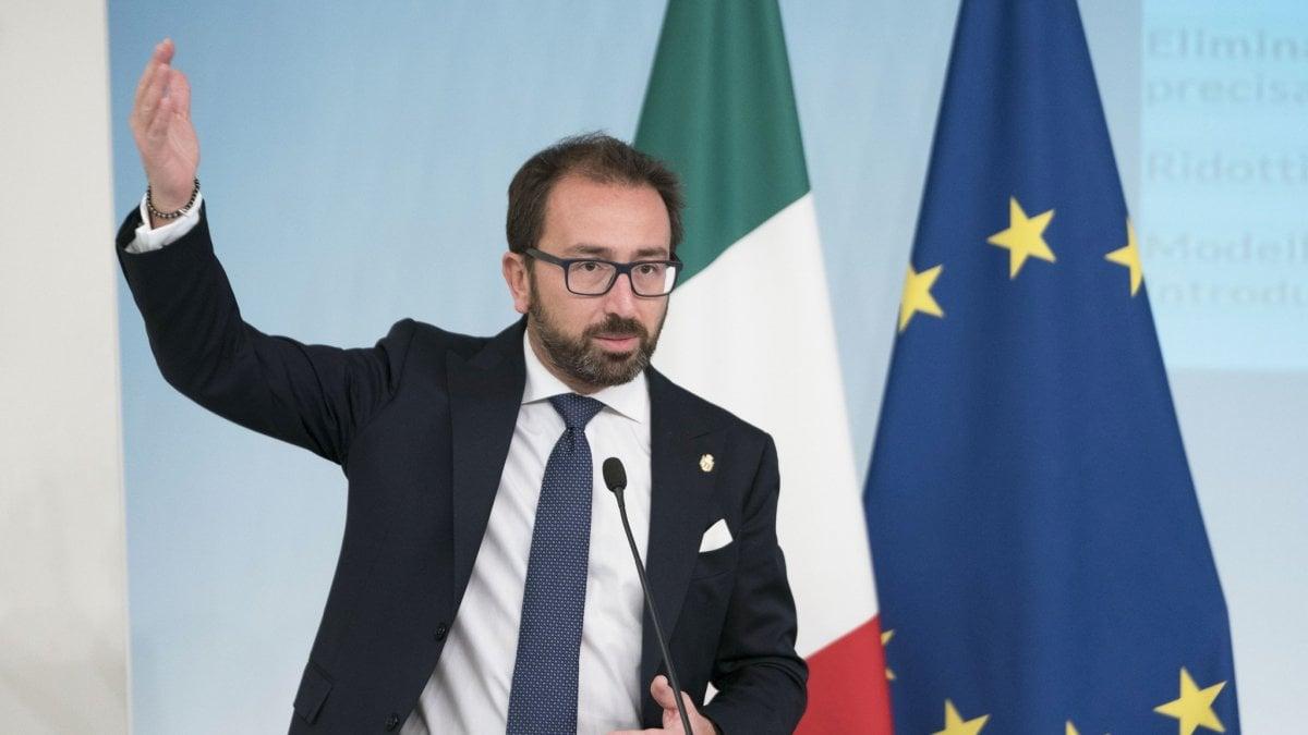 """""""Se non si dimostra il dolo, il reato è colposo"""". Gaffe di Bonafede in tv. Gli avvocati di Palermo: """"Si dimetta"""""""